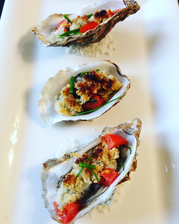 Nieuwjaar en oesters de perfecte match. Voor diegene die absoluut geen rauwe oesters lusten, hier een receptje voor gegratineerde oesters.