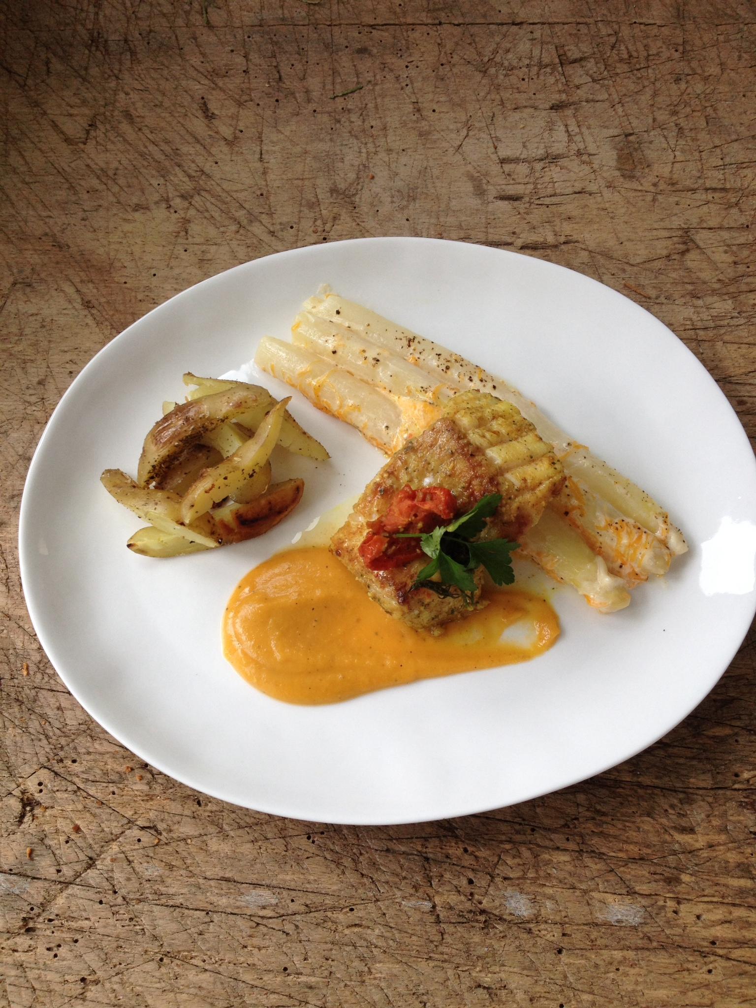 Dit aspergegerechtje kan je zowel als voorgerecht of als hoofdgerecht serveren. Hier had ik gekozen voor een stukje vis maar het is ook heerlijk met sint jacobsvruchten of een stukje vlees.